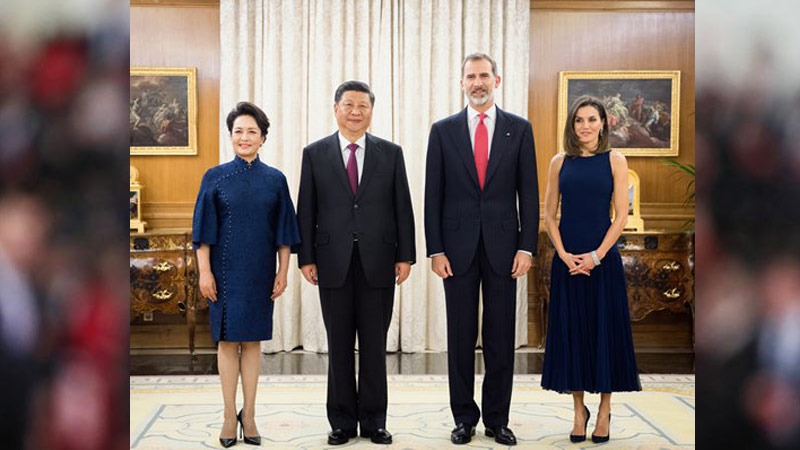 Chinese President Xi Jinping and First Lady Peng Liyuan with Spanish King Felipe VI and Queen Letizia