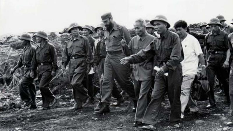 Fidel Castro visiting Vietnam at the time of Vietnam war in 1973