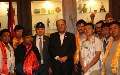 विप्लव समूहका झापा इन्चार्जसहित दर्जनौँ नेता-कार्यकर्ता नेकपा प्रवेश