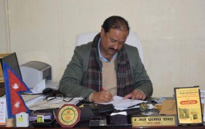 कृष्णनगरका मेयर नेकपामा, अध्यक्ष प्रचण्डद्वारा स्वागत